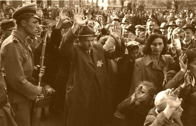 Bundesarchiv_Bild_101I-680-8285A-26,_Budapest,_Festnahme_von_Juden