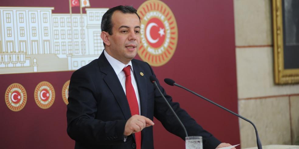 Ένας Τούρκος βουλευτής του Ρεπουμπλικανικού Λαϊκού Κόμματος (κεμαλιστές) πλειοδότησε σήμερα σε προκλητικότητα έναντι της Ελλάδας.
